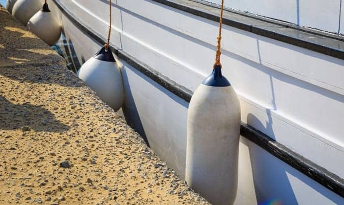 How-many-fenders-are-needed-for-a-boat
