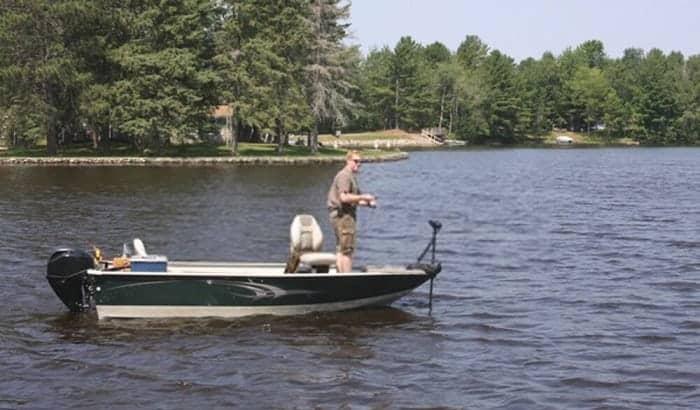 average-bass-boat-weight