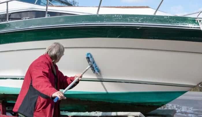 hull-cleaner-for-fiberglass-boat
