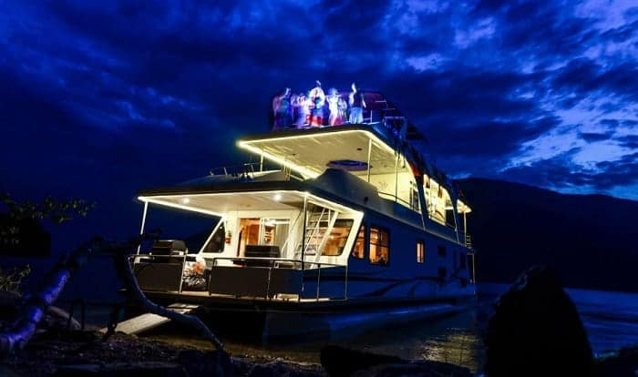 How-much-does-it-cost-to-live-on-a-houseboat-year-round