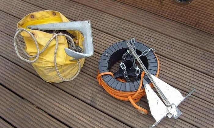 Some-Tools-That-Can-Help-You-Anchor-a-Pontoon-Boat-Properly