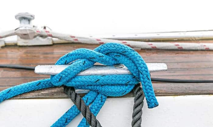 tying-a-boat-to-a-cleat