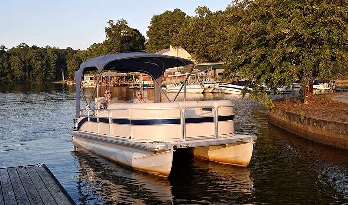 pontoon-boat-docking