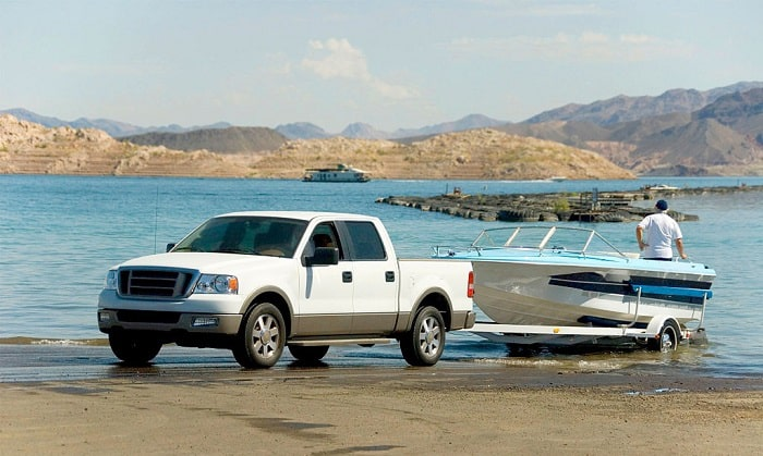 how do you keep the weight evenly distributed on a trailered boat