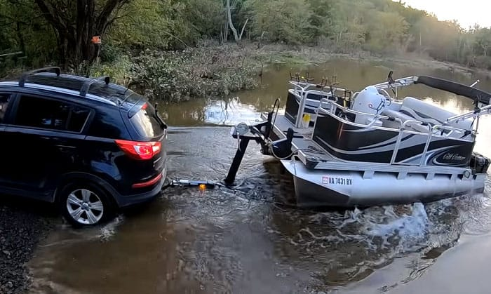 how to launch a pontoon boat by yourself